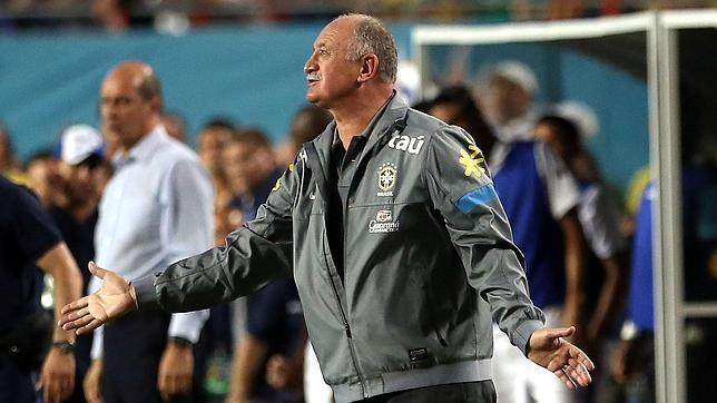 Scolari ataca a Mourinho por su campaña contra Neymar