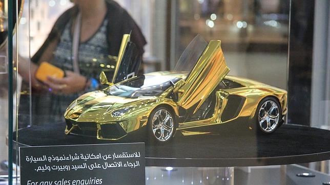 dubái exhibe el coche más caro del mundo, un lamborghini aventator
