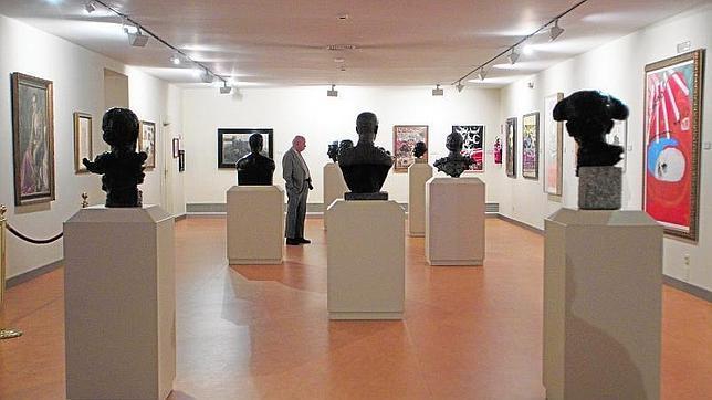 Sala de exposiciones del museo taurino de Las Ventas con bustos de grandes figuras del toreo