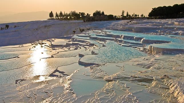 Diez piscinas naturales de agua caliente en parajes incre bles for Piscinas naturales pais vasco