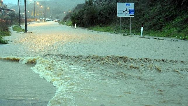 Imagen de una calle completamente inundada en Nuoro