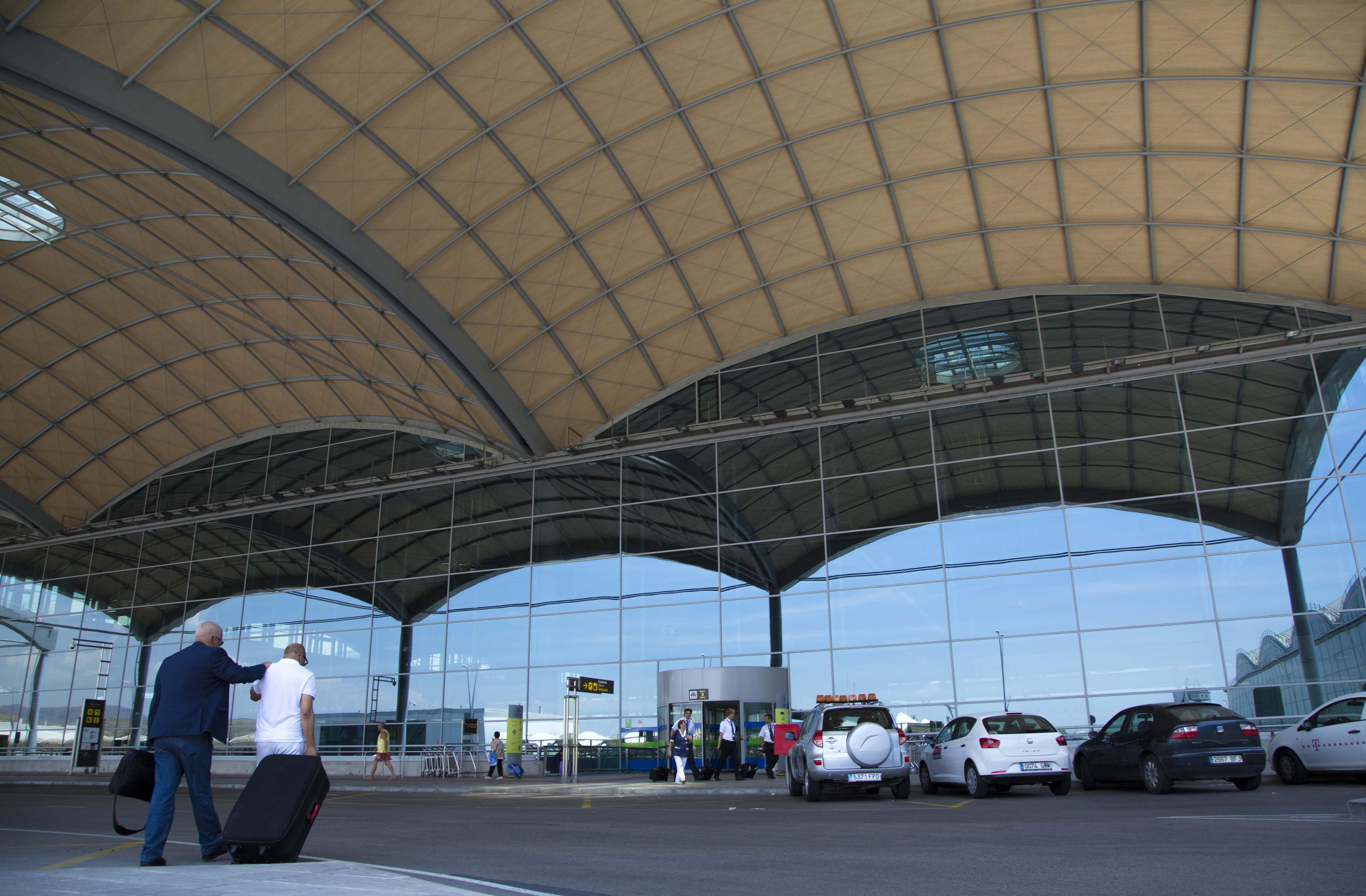 El 85% del tráfico en el Aeropuerto de Alicante-Elche es «low cost»