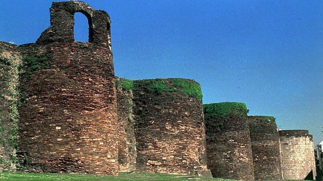 Un tramo de la muralla que abraza Lugo
