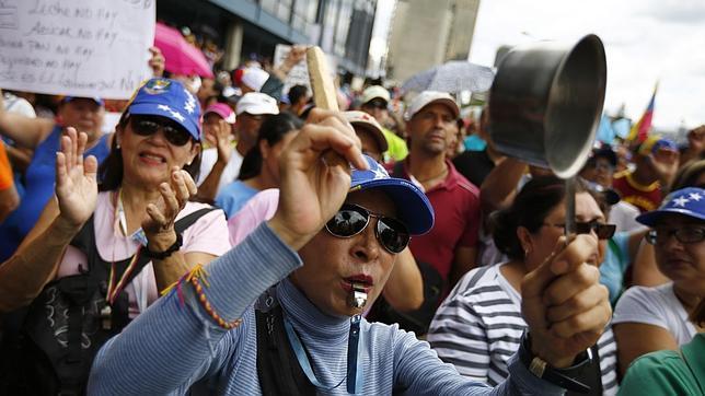 La oposición venezolana toma las calles para protestar contra la cubanización del país