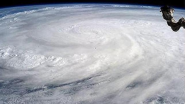 Una astronauta toma imágenes del tifón Haiyan desde el espacio
