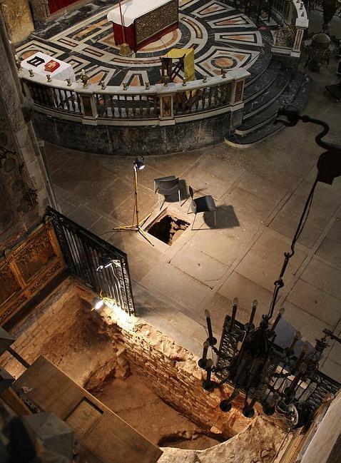 Hallan una cripta funeraria del siglo VI bajo la Basílica dels Sants Màrtirs Just i Pastor