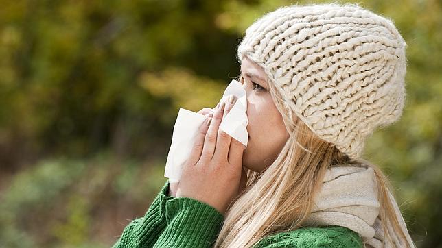 SECRECCIÓN NASAL. Muy frecuente y abundante en los resfriados y ocasional en la gripe