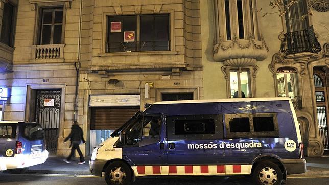 Estudiantes independentistas invaden la sede de UPyD de Cataluña