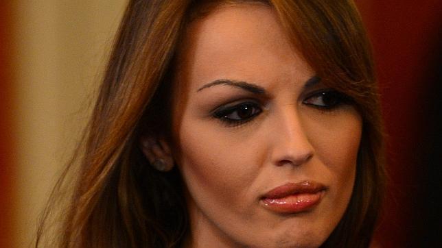 La novia de Berlusconi pide al Papa Francisco que la reciba en audiencia