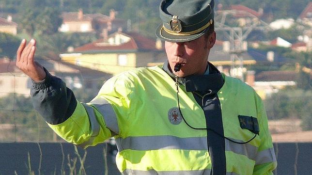 Guardia civil de tr fico m s m ritos por multar que por - Guardia civil trafico zaragoza ...