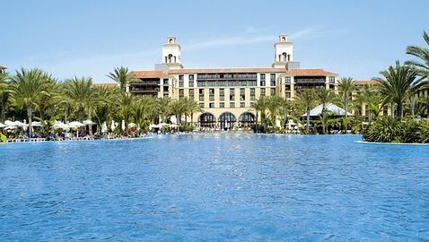 Cándido Méndez elige el mismo hotel que Orlando Bloom para alojarse en Gran Canaria
