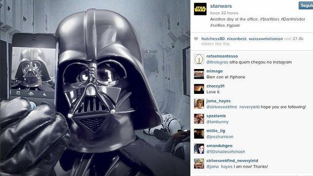 «Star Wars» calienta motores con una autofoto de Darth Vader en Instagram