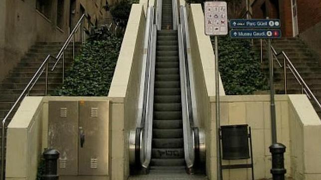 Un vecino de Gràcia, forzado a mudarse por el ruido de unas escaleras mecánicas
