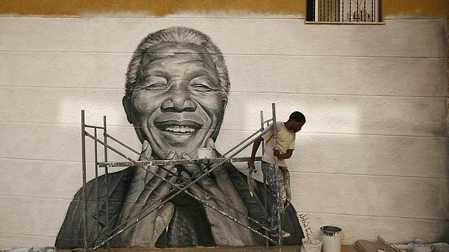 Mandela permanece «fuerte» en su «lecho de muerte», según su hija