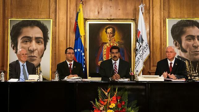 El chavismo impone su «cerco rojo» a la prensa crítica contra el régimen