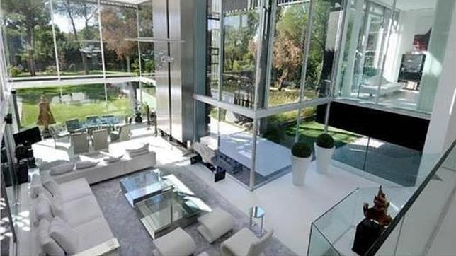 Cinco chal s de lujo en la periferia de madrid for Casas de sofas en madrid