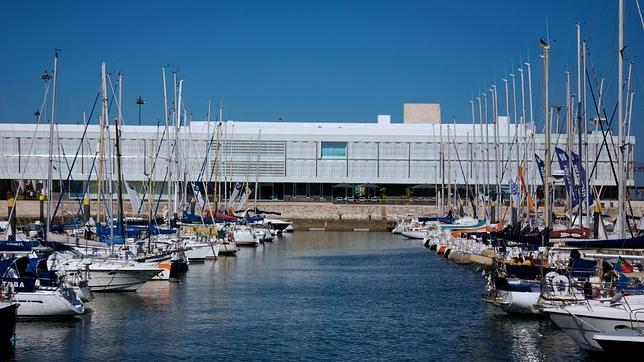 Situado junto a la marina de Lisboa