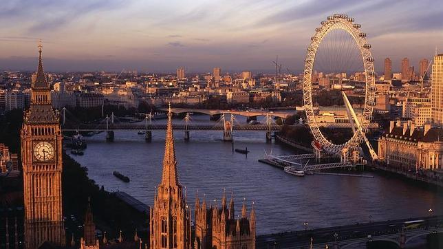 Vista del Parlamento y de Londres desde Victoria Tower