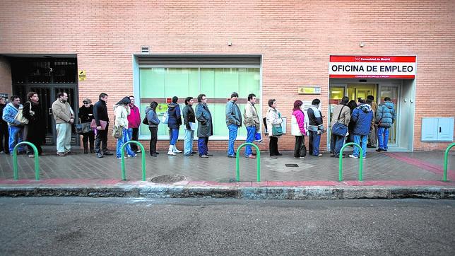 Solo 2 6 de cada cien nuevos empleos se consiguen a trav s for Oficina del paro