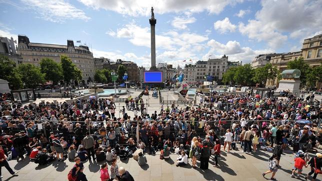 Trafalgar Square, con la estatua de Nelsol en el centro