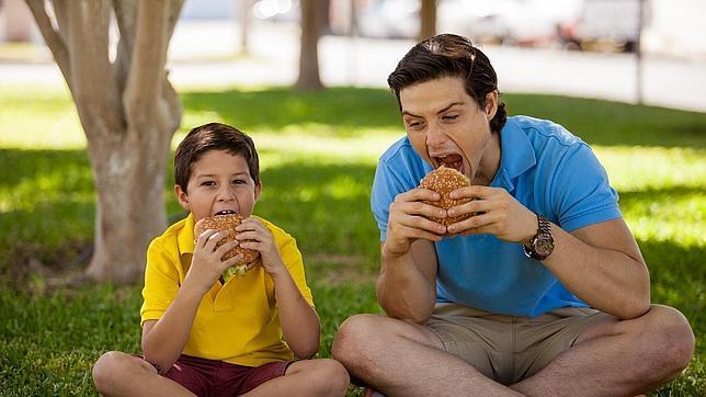 Los padres deben tener cuidado con lo que comen antes de tener hijos