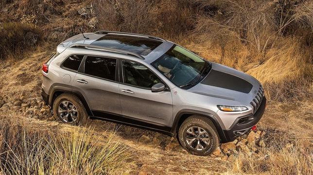 Dos son los motores previstos para el nuevo Cherokee: un 3.2 V6 de gasolina y un 2.0 CRTD diésel.