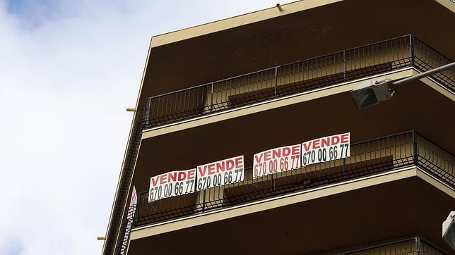 El precio de la vivienda de segunda mano caerá un 8% más en 2014, según pisos.com