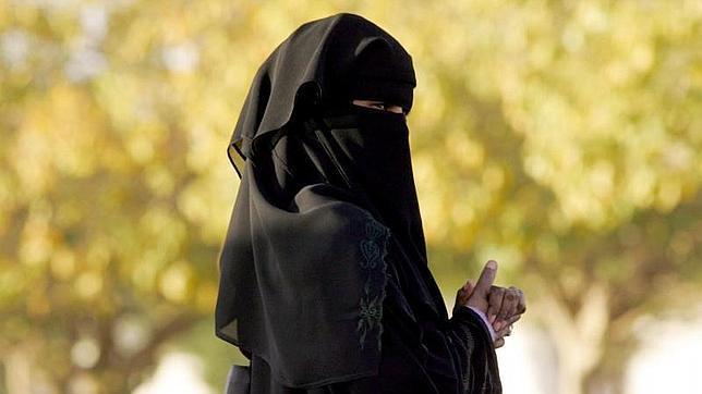 Millonaria saudí de 55 años busca marido con anuncios en prensa