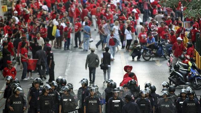 Imputado el ex primer ministro de Tailandia por la muerte de manifestantes en 2010