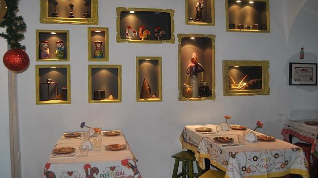 La decoración del local es típicamente portuguesa