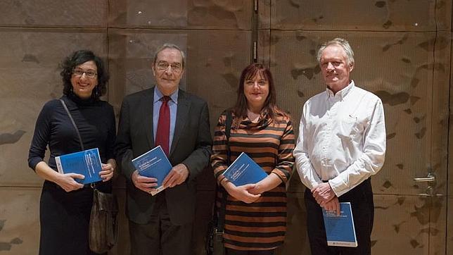 Teresa Martín García, coautora del estudio; Jaime Lanaspa, director general de la Fundación «la Caixa»; Teresa Castro, coautora del estudioi y Gosta Esping-Andersen, coordinador y coautor del estudio