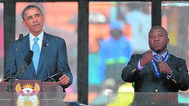 El falso intérprete del funeral de Mandela fue acusado de asesinato, violación, robo y asalto