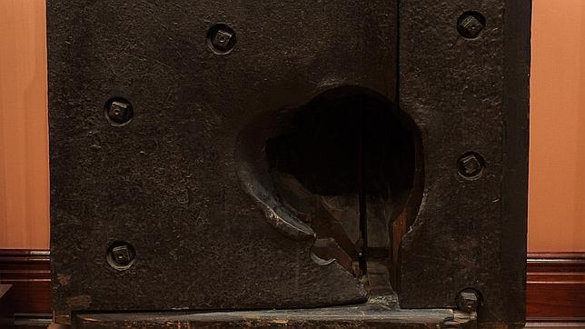 Boquete de proyectil sufrido por la «Numancia» en el bombardeo de El Callao, que puede verse en el Museo Naval