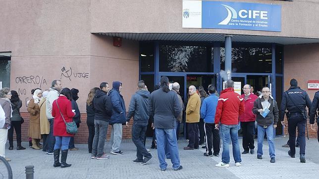 Mirada cr tica los empleados de las oficinas de empleo sepe preparan una huelga en marzo - Oficina de empleo sepe ...