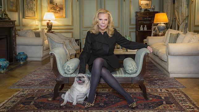 Marina Dodero, amiga y confidente de Cristina Onassis, posa para ABC en su casa de Buenos Aires