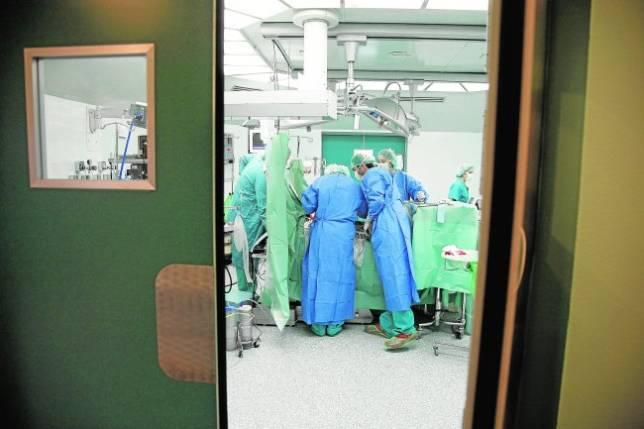 Las listas de espera quirúrgicas aumentan un 23% en un año