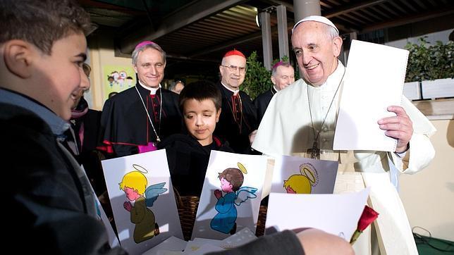 El Papa envía un cheque a un hombre arruinado: «Lloramos cuando recibimos su carta»
