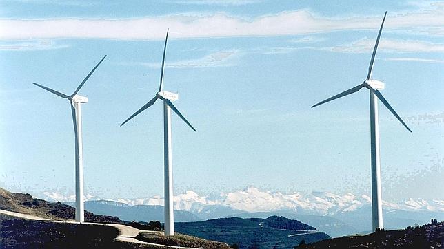 Las renovables insisten en que cuanto más entran en el sistema más baja el precio de la luz