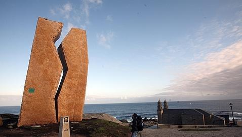 Las llamas devoran el Santuario de A Virxe da Barca en Muxía (La Coruña)