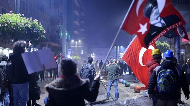 La corrupción se lleva por delante medio Gobierno turco y acorrala a Erdogán