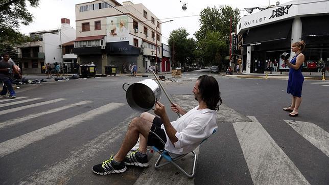 La ola de calor eleva las protestas contra el Gobierno argentino por los cortes de luz