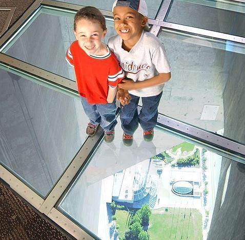 Siete alucinantes miradores de cristal con vistas al vacío