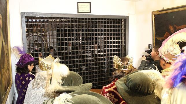 Fotografía de la visita el año pasado de los Reyes Magos al convento de las Carmelitas Descalzas de Lucena