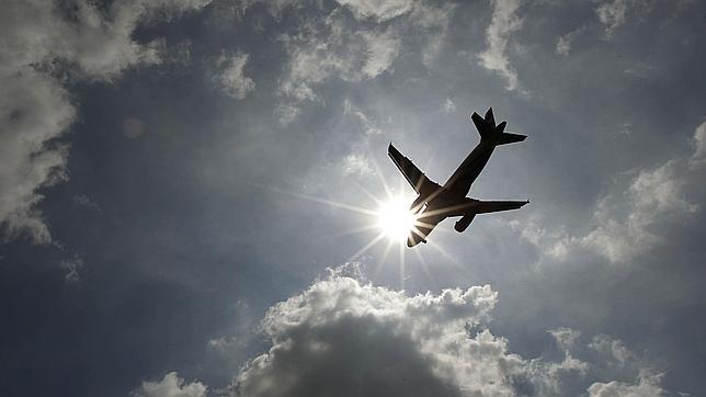Un avión comercial, ¿a punto de colisionar con un ovni cerca de Heathrow?
