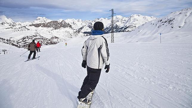 El autob s de la nieve una nueva ruta une madrid con formigal for Jardin de nieve formigal