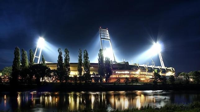 Un ovni sobrevuela el estadio del Werder Bremen