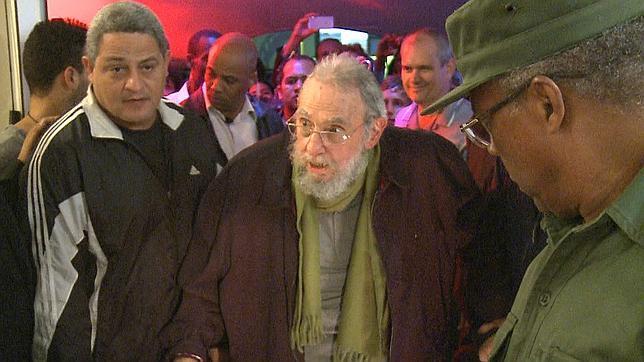 Fidel Castro aparece en público por primera vez después de nueve meses