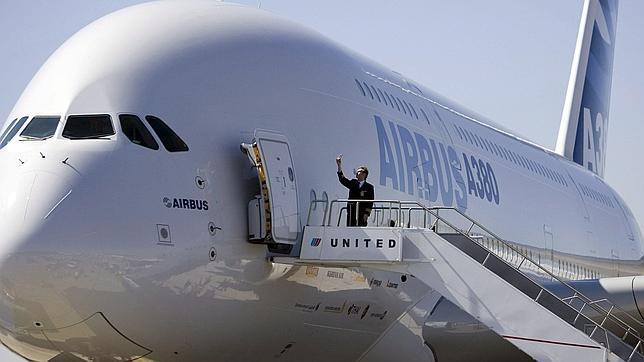 Autorizado el «modo avión»: escuchar música y jugar sí; hablar por el móvil no durante el vuelo