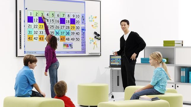 Adiós definitivo a la tiza: La pizarra interactiva ya está en las aulas