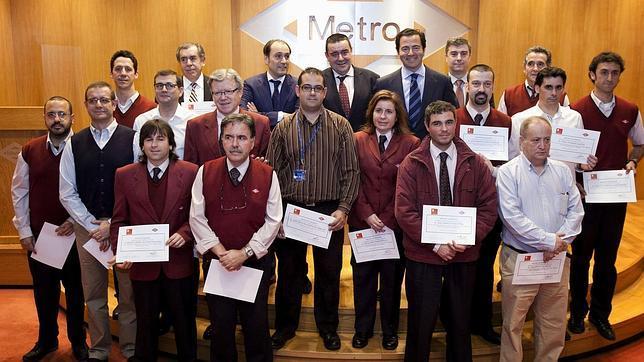 La Comunidad de Madrid reconoce          a dieciséis «héroes» del Metro